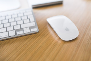 kaboompics.com_White_Apple_mouse_and_keyboard_on_a_wooden_desk